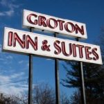 grotoninnandsuites_signcropped